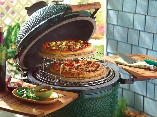 Grillet pizza i Big Green Egg