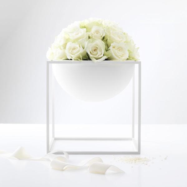 Hvit Kubus skål med blomster
