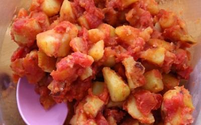 Tapaspoteter i Tomatsaus