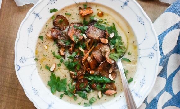 Potetsuppe med hvitløk og kantarell