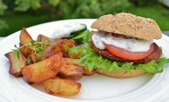 Tandooriburger med ovnsbakte poteter