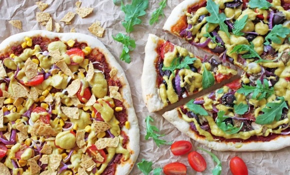 Vegansk pizza med speltbunn & cashewost